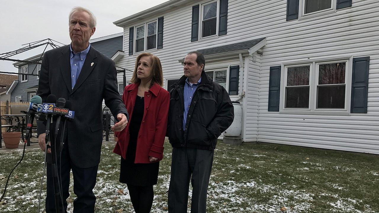 Governor Bruce Rauner stands with Michael and Marianne Murphy of Wheeling.