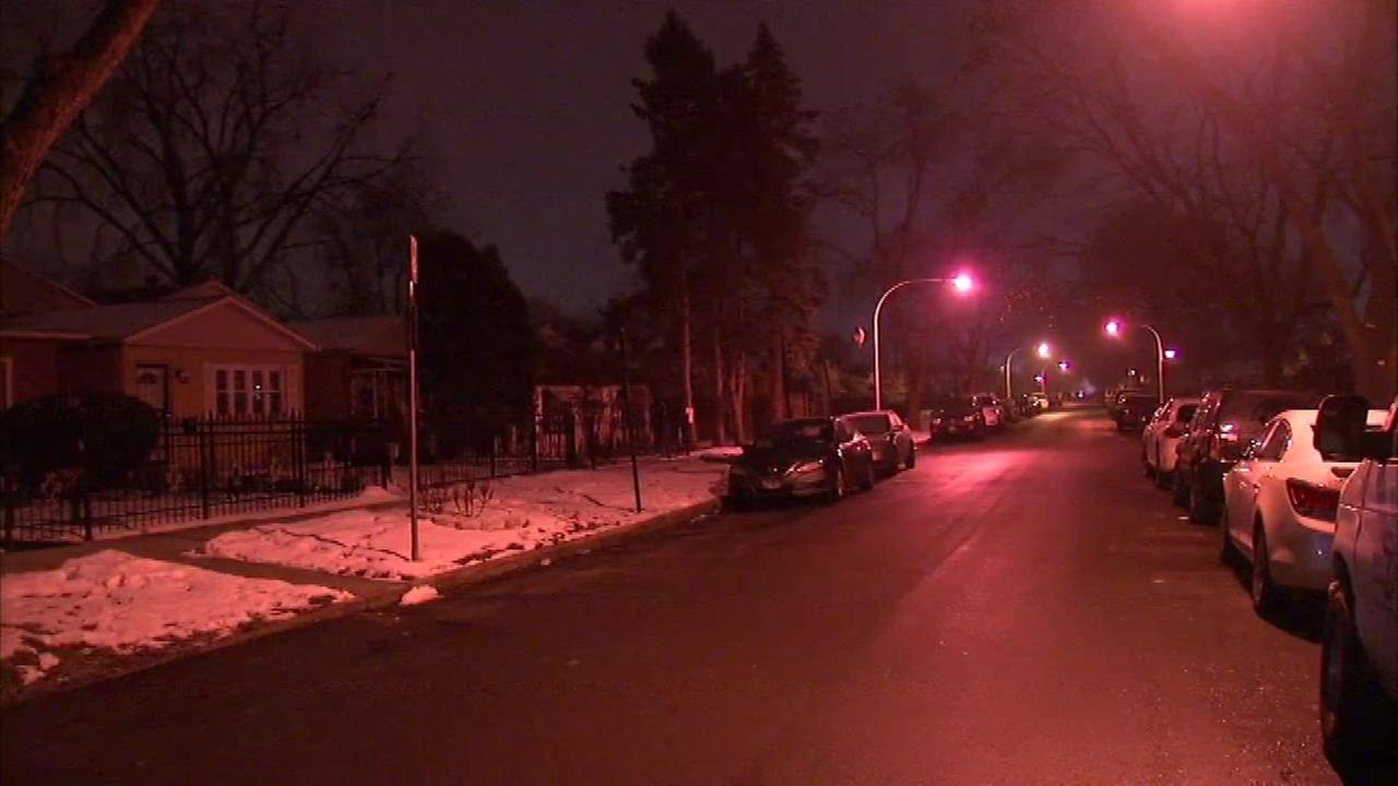 Man shot, beaten by 3 who tried to enter his West Pullman home