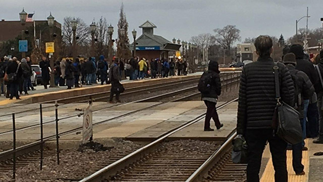 Metra UP-West line riders at Elmhurst left out in cold Friday