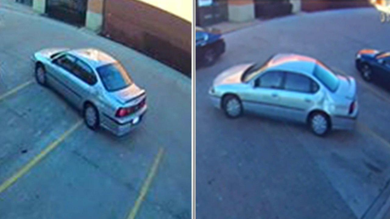 Addison police: Elderly woman's purse taken by force
