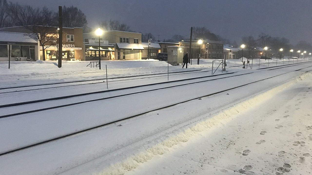 Snow at the Clarendon Hills Metra Station.