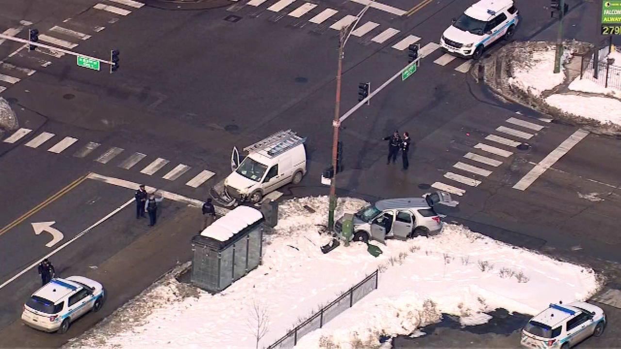 Chicago police officers injured in Auburn Gresham crash