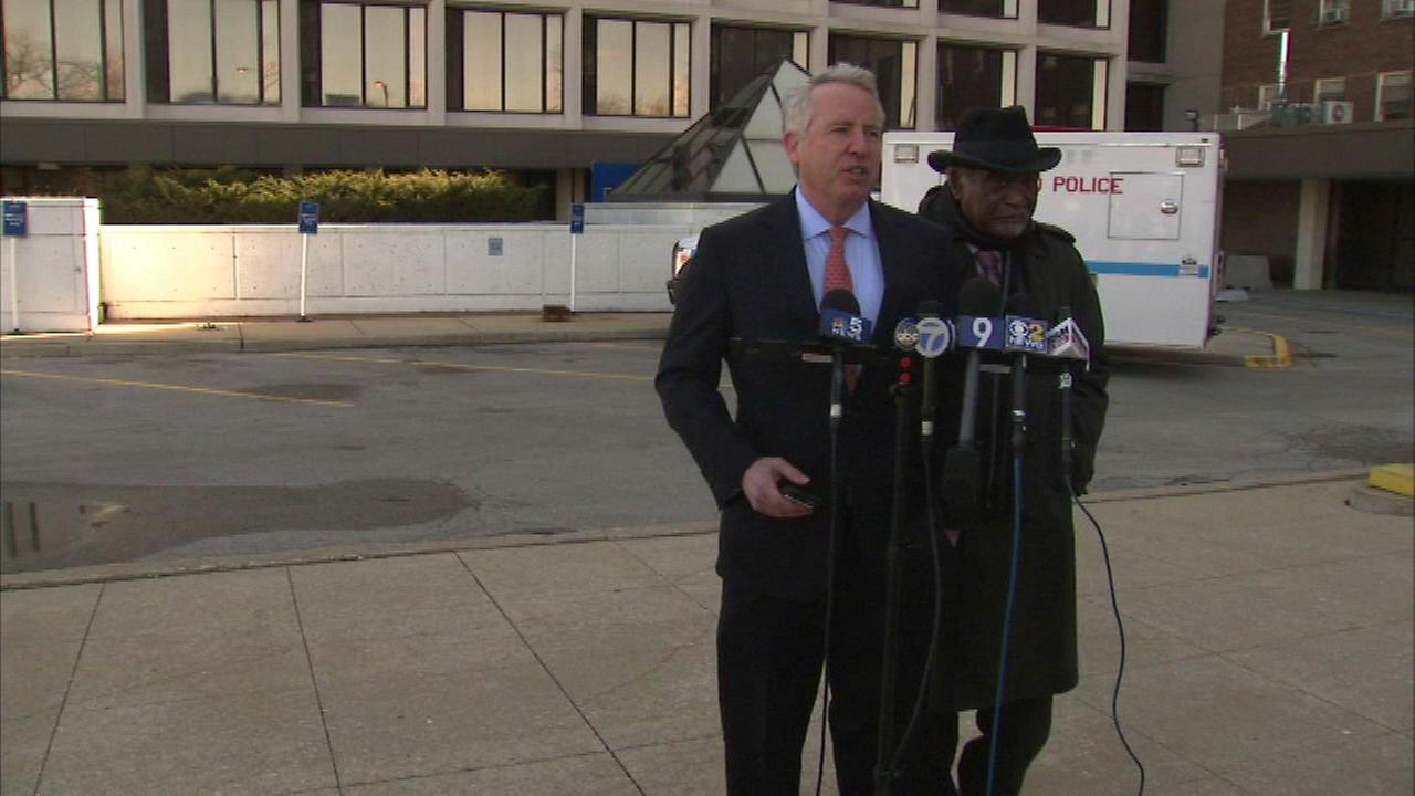 Chris Kennedy and Rep. Danny Davis at Mount Sinai Hospital.