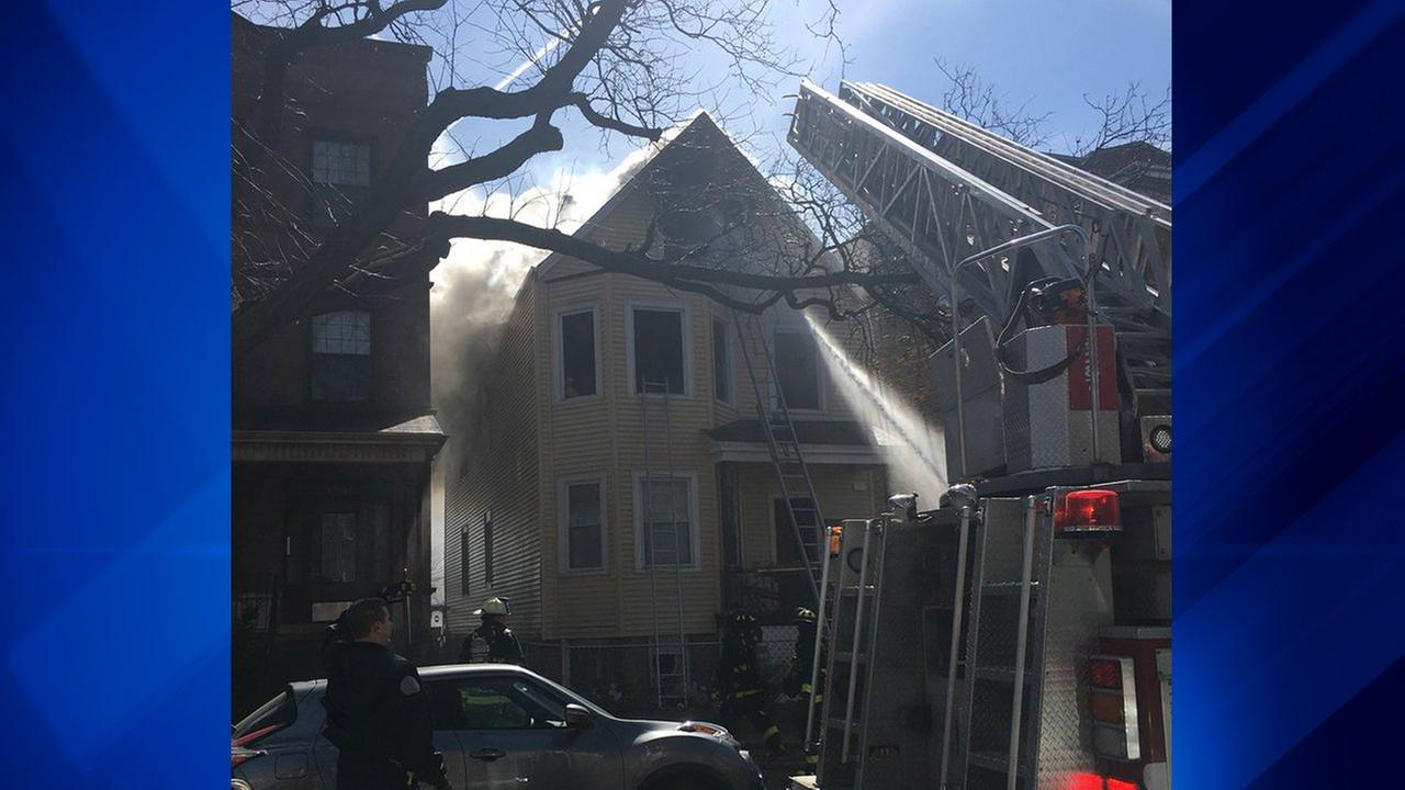 1 dead in North Side building fire, fire officials say