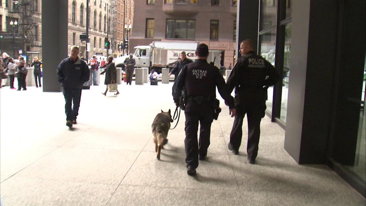 A bomb threat led police with bomb sniffing dogs to conduct a sweep at the Kluczynski Federal Building located at 230 S. Dearborn in Chicagos Loop.