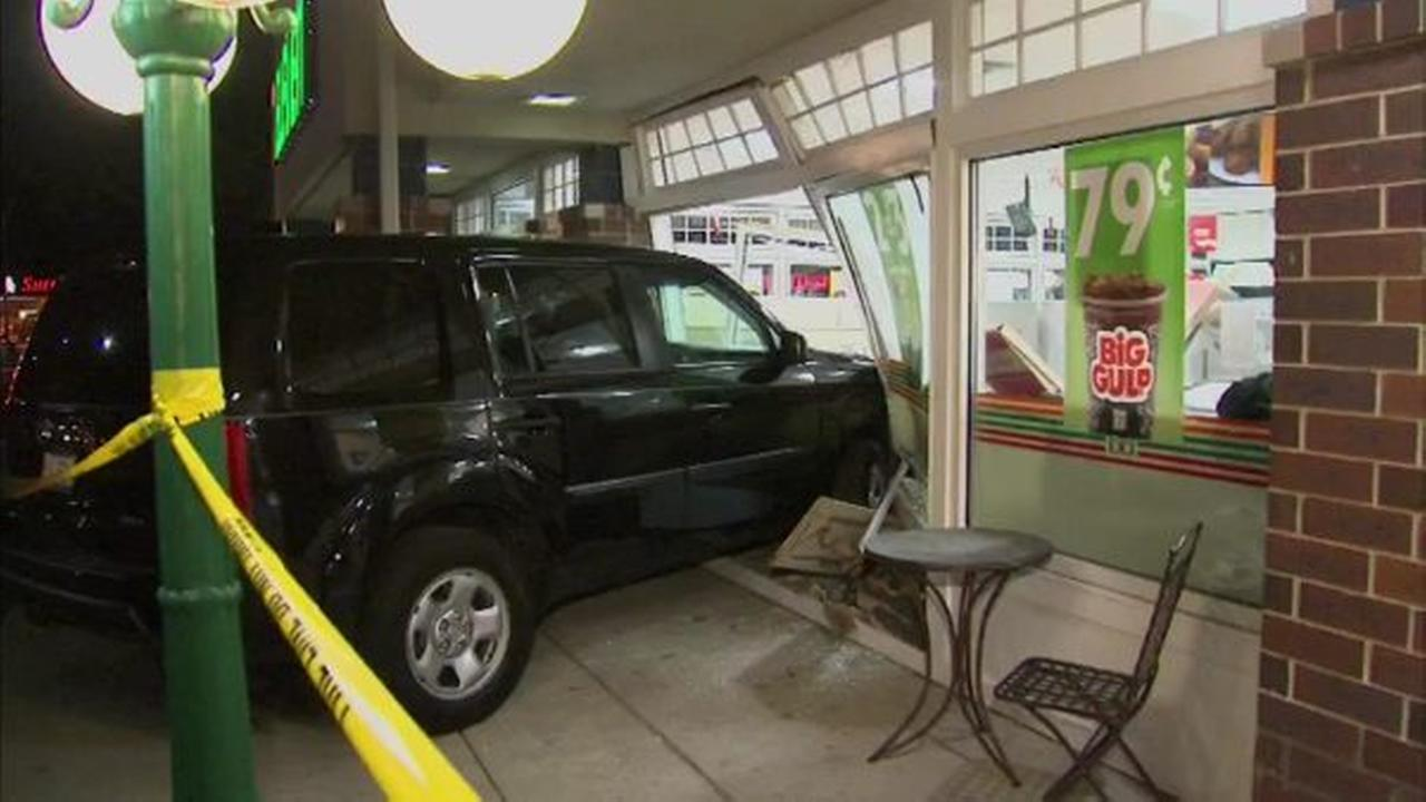 Car slams into Palos Heights 7-Eleven storefront