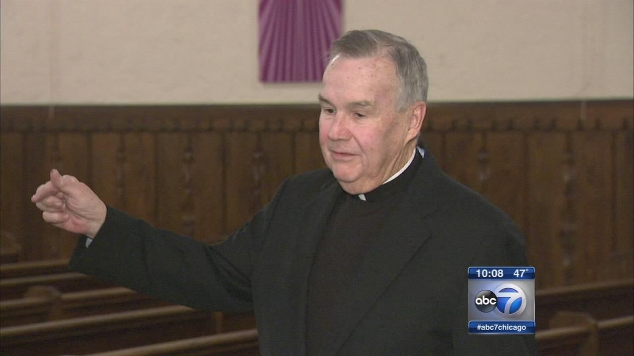 Priest mugged on way to N. Side bank, robbers steal thousands