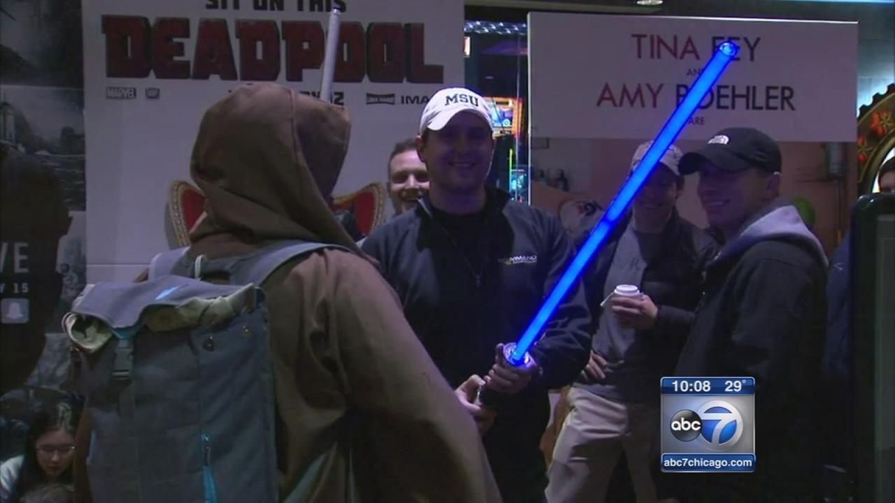 Star Wars fans line up