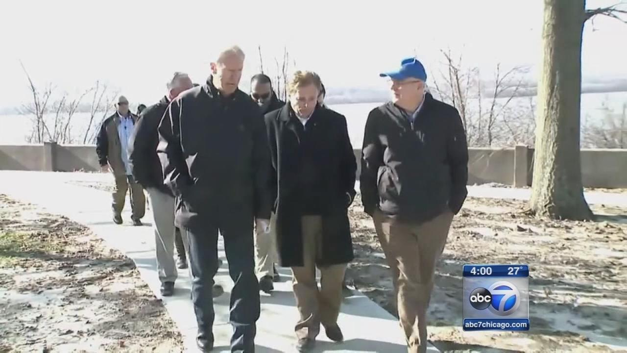 Rauner visits flood areas