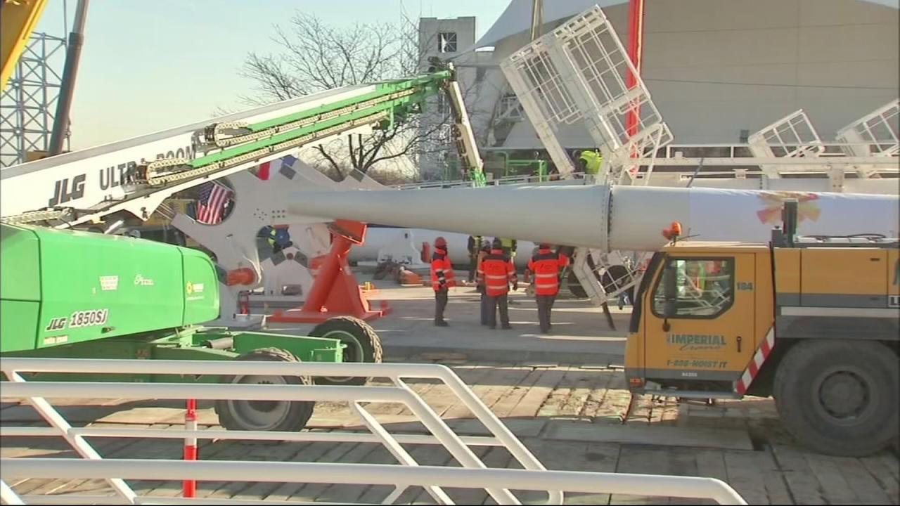 Crews begin work on new Ferris wheel despite codl