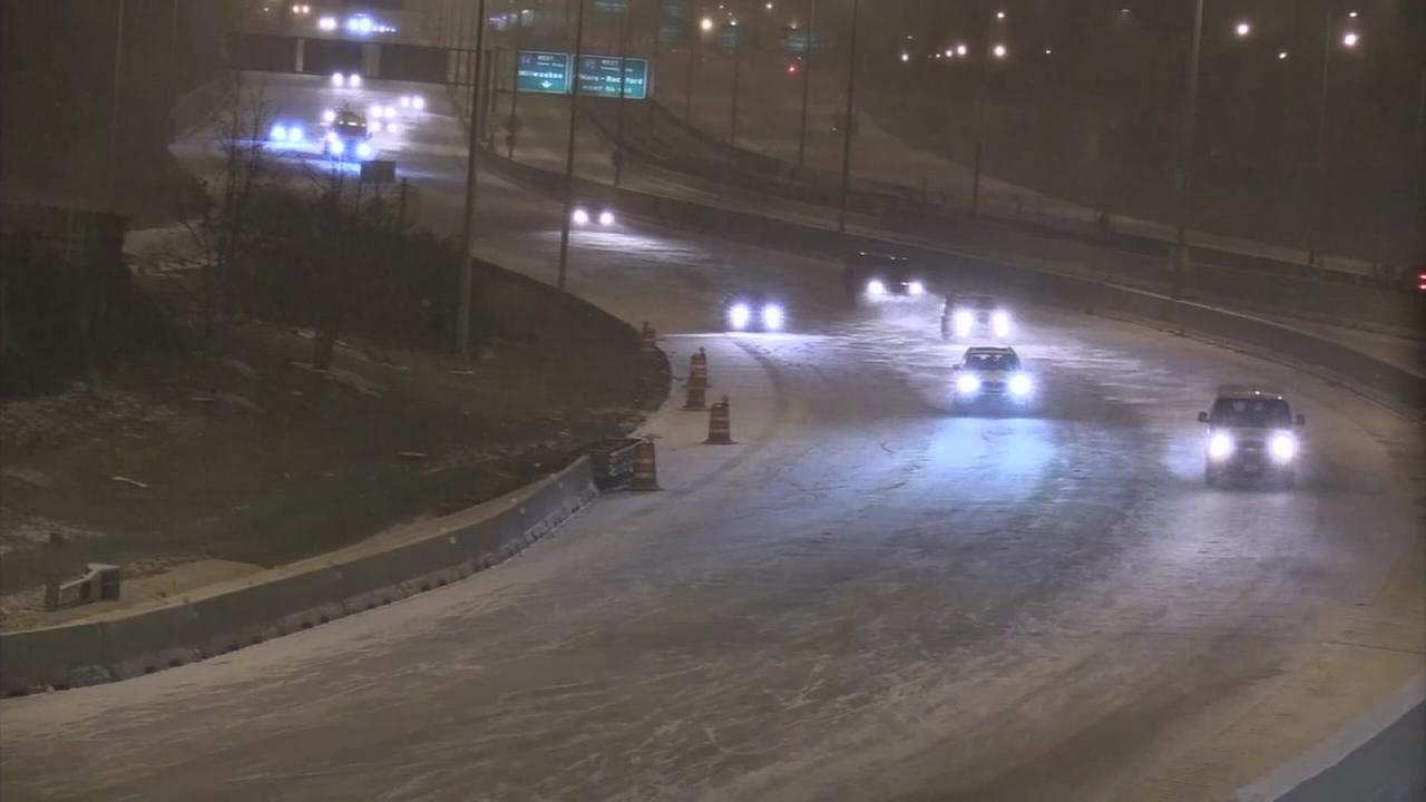 Snow, ice cause several crashes in Chicago area