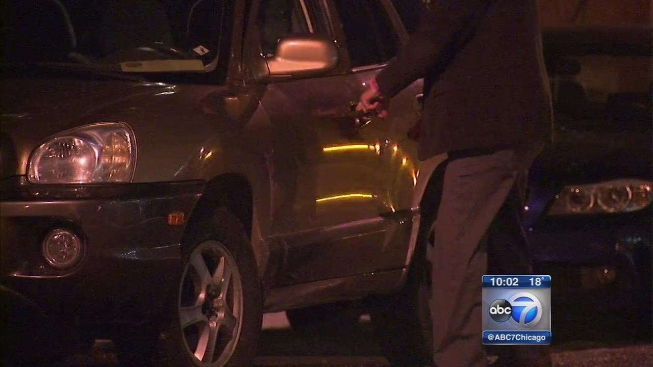 Armed robbers targeting victims near cars in South Loop