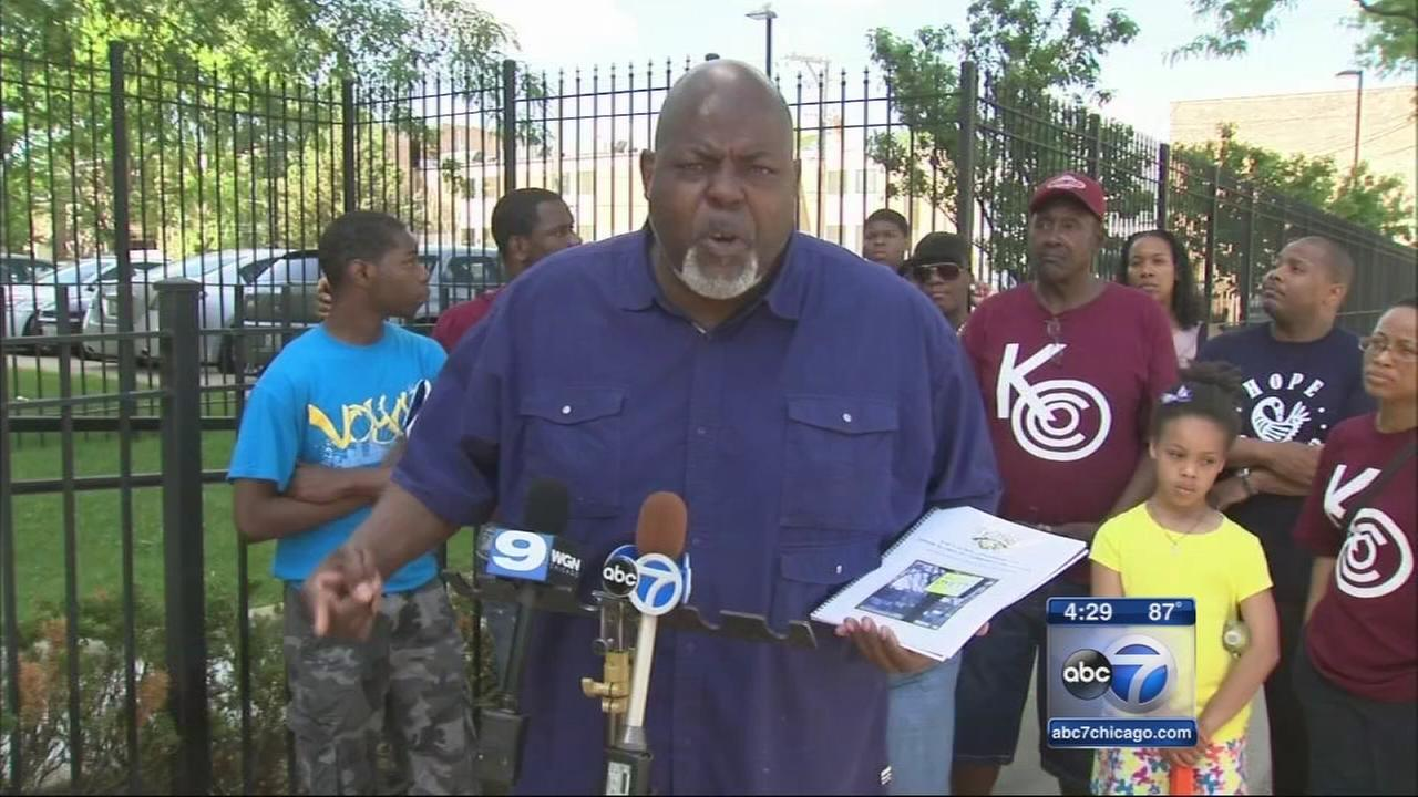Dyett High School closing protested in Bronzeville