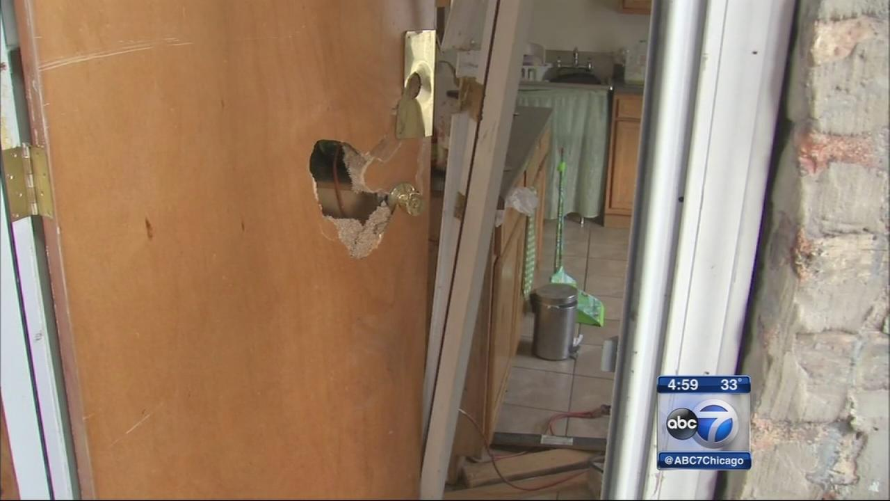 Single mom says CPD broke down door of wrong house, won?t pay to fix it