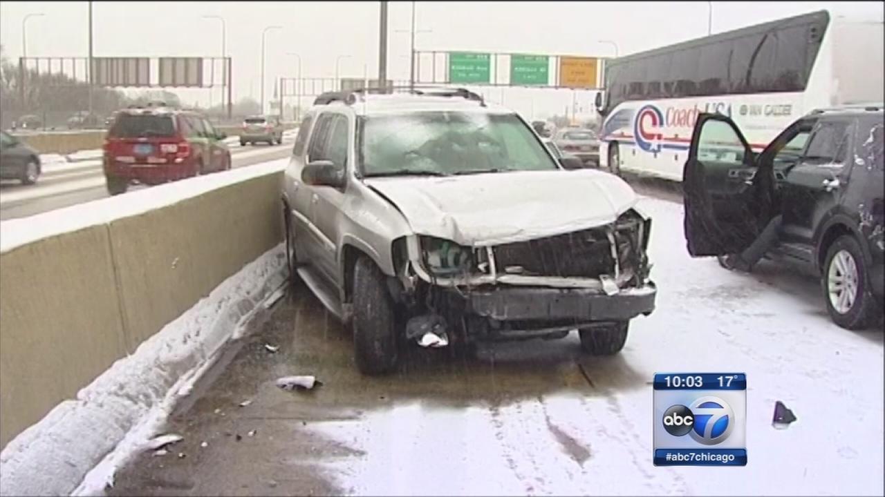 Snowfall snarls traffic