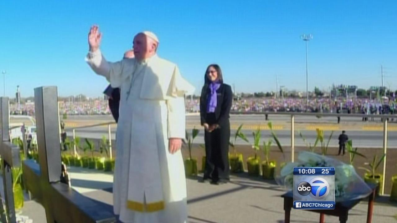 Pope Francis blesses migrants at  border
