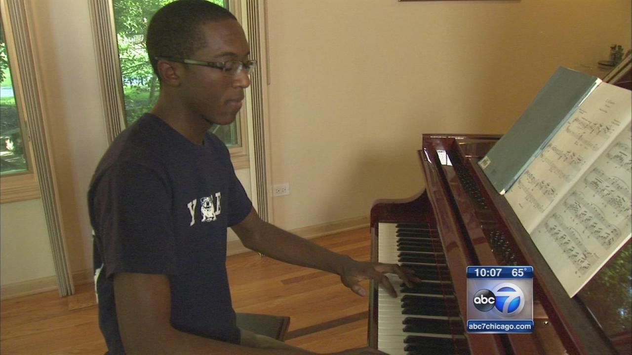 Flossmoor teen accepted to 4 Ivy League schools