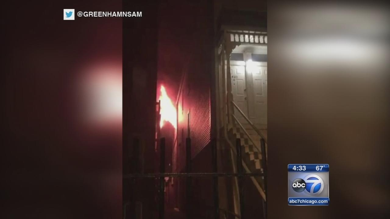 2 jump to escape Lakeview apartment building fire; 2 rescued