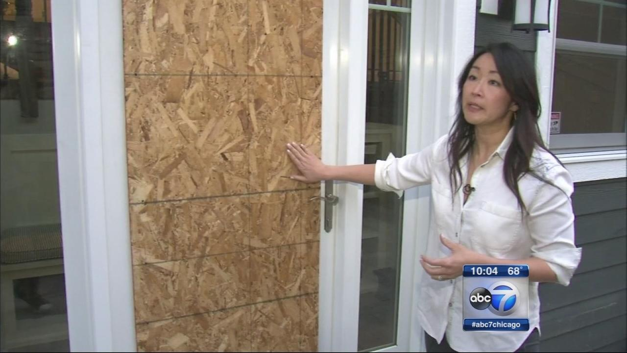 Burglars break in to Lakeview home