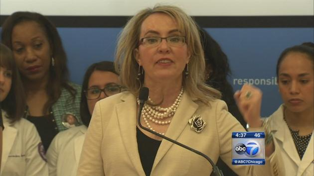 Gabby Giffords comes to Illinois to promote gun dealer legislation
