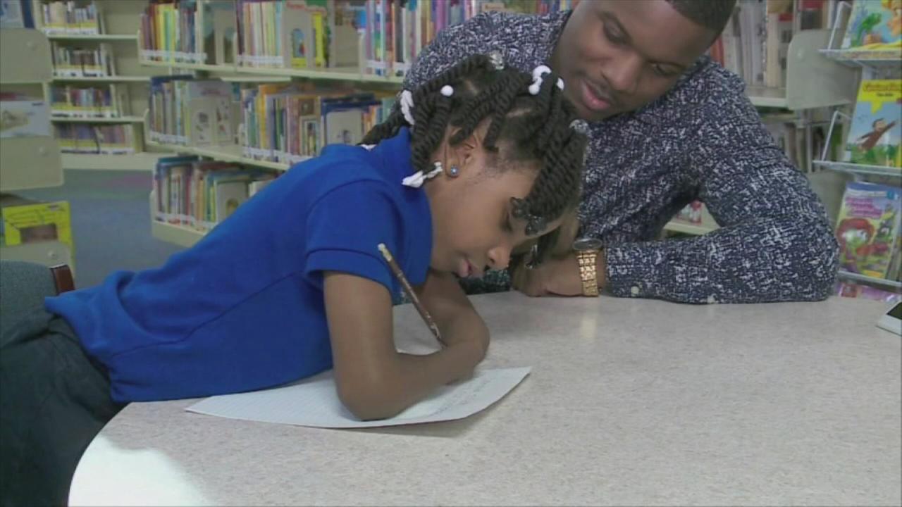 Handless girl wins handwriting award