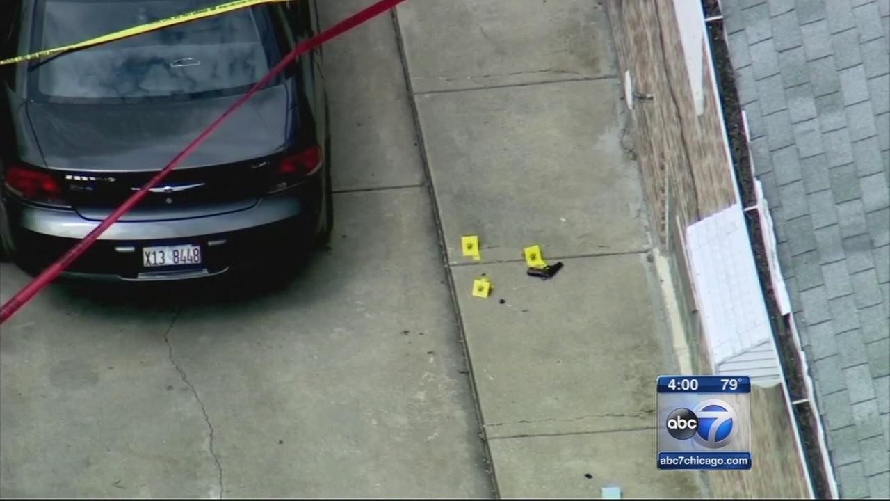 Suspect shot by Chicago police on Far South Side