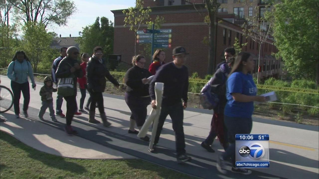 Hundreds march along 606 Trail