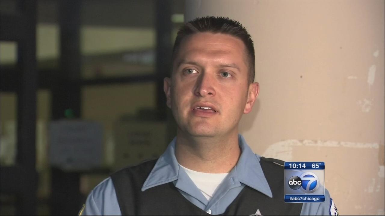 Chicago police officers save womans life