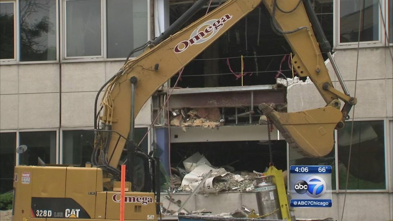 Childrens Memorial Hospital demolition begins