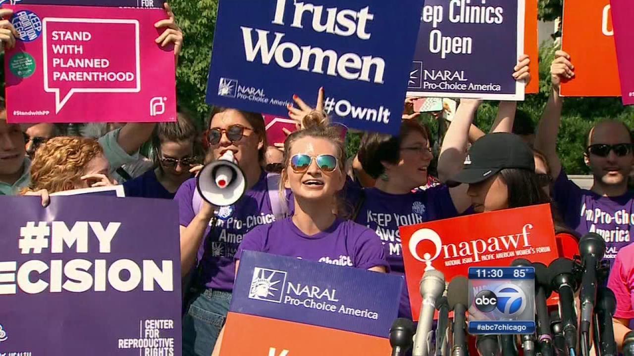 SC strikes down Texas abortion clinic rules