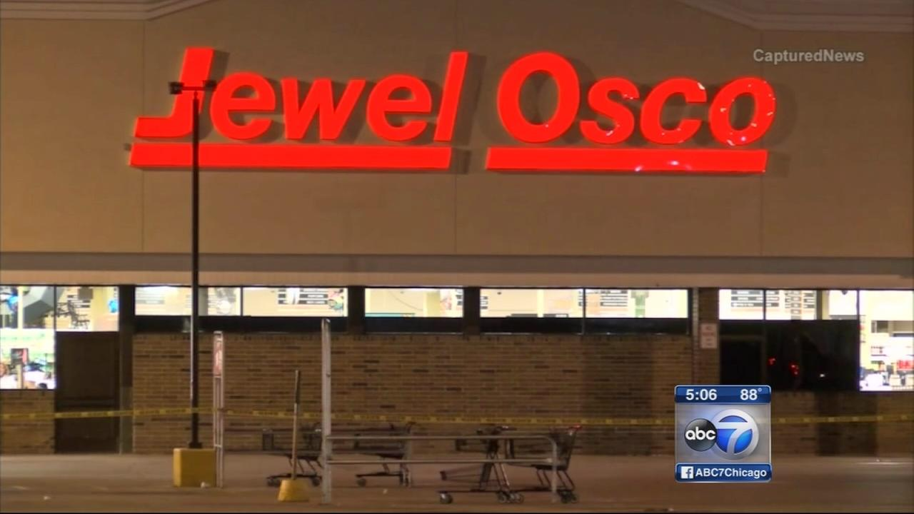 Woman wounded in shooting at Jewel parking lot
