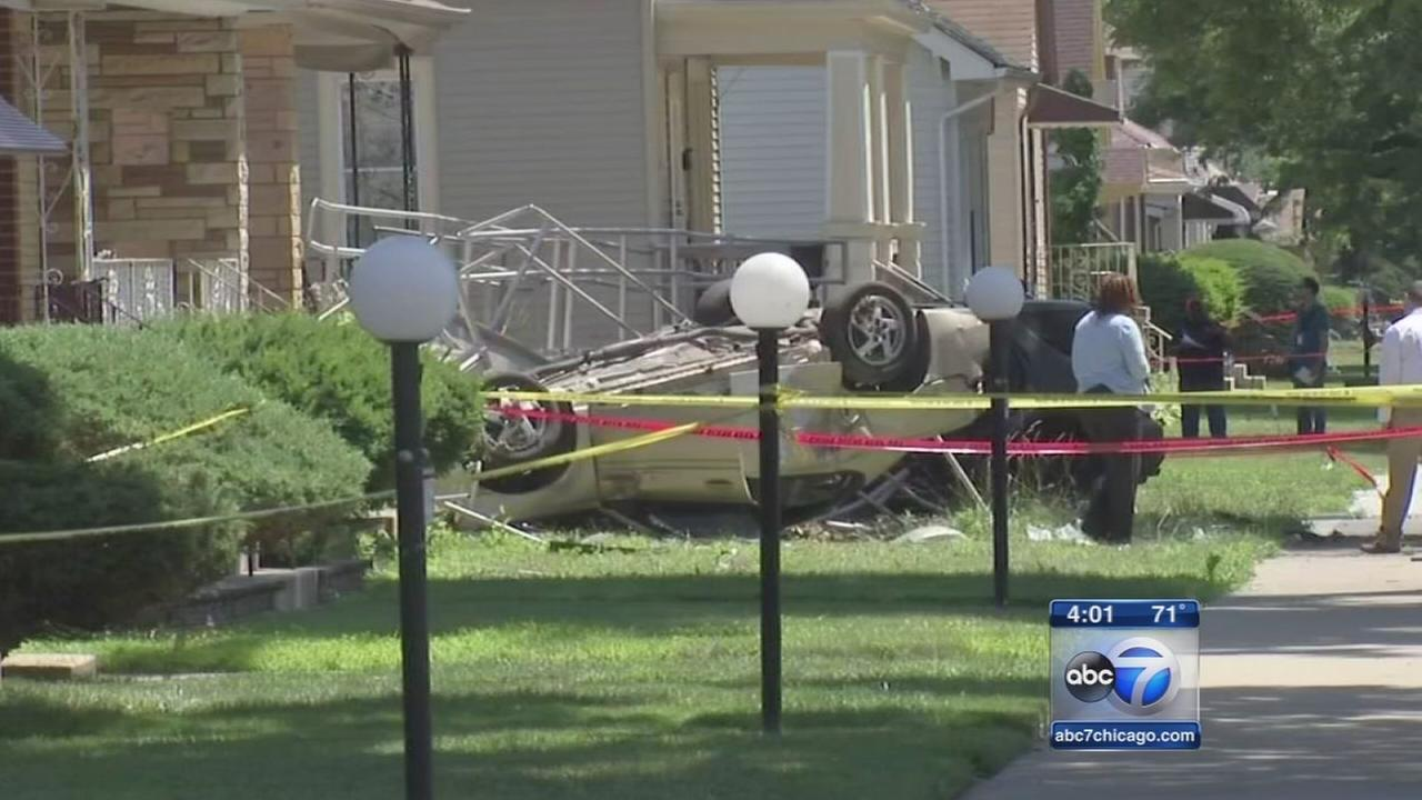 2 dead, 6 injured in Far South Side crash