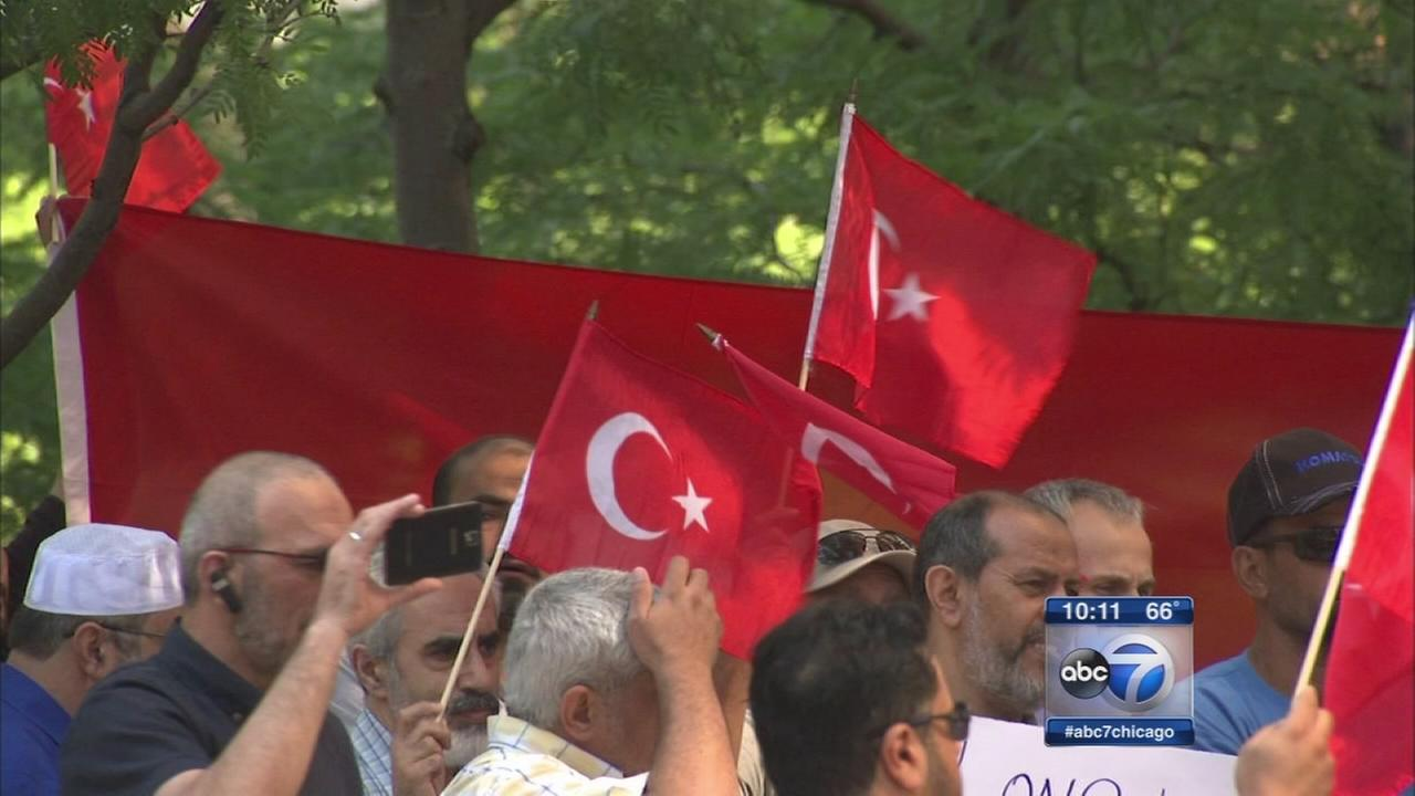 Chicagoans protest for Turkey