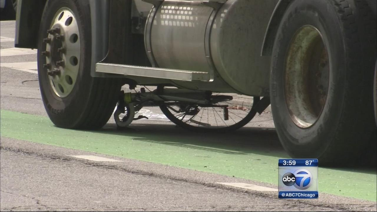 Bicyclist killed in West Town crash