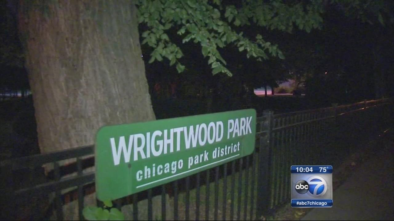 Students robbed at knifepoint in Lincoln Park