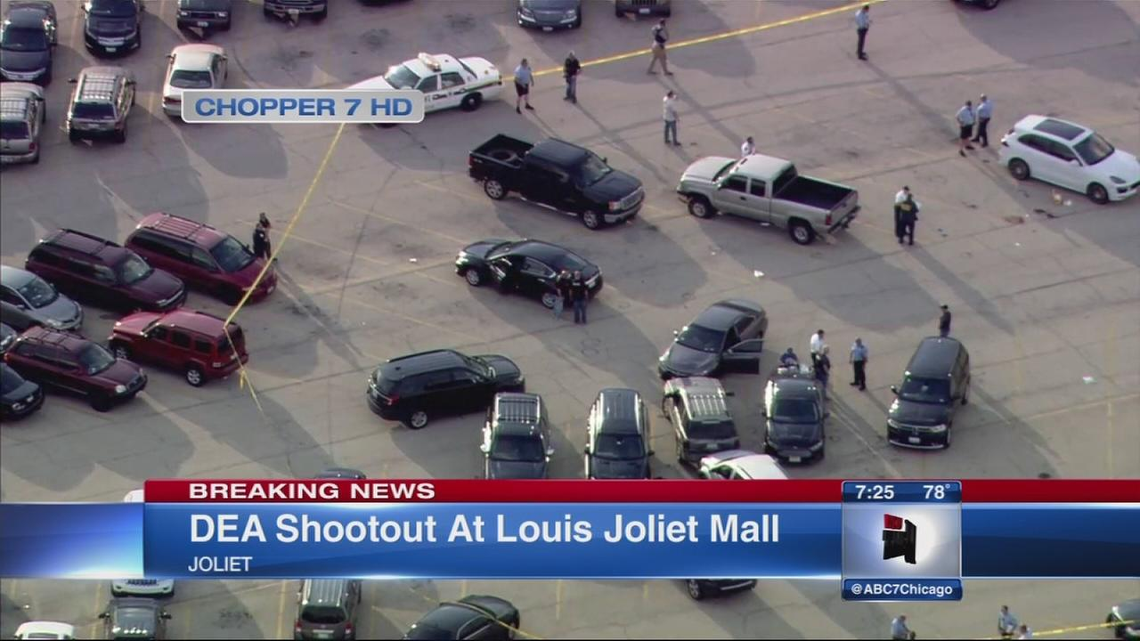 Gunfire erupts at Joliet mall