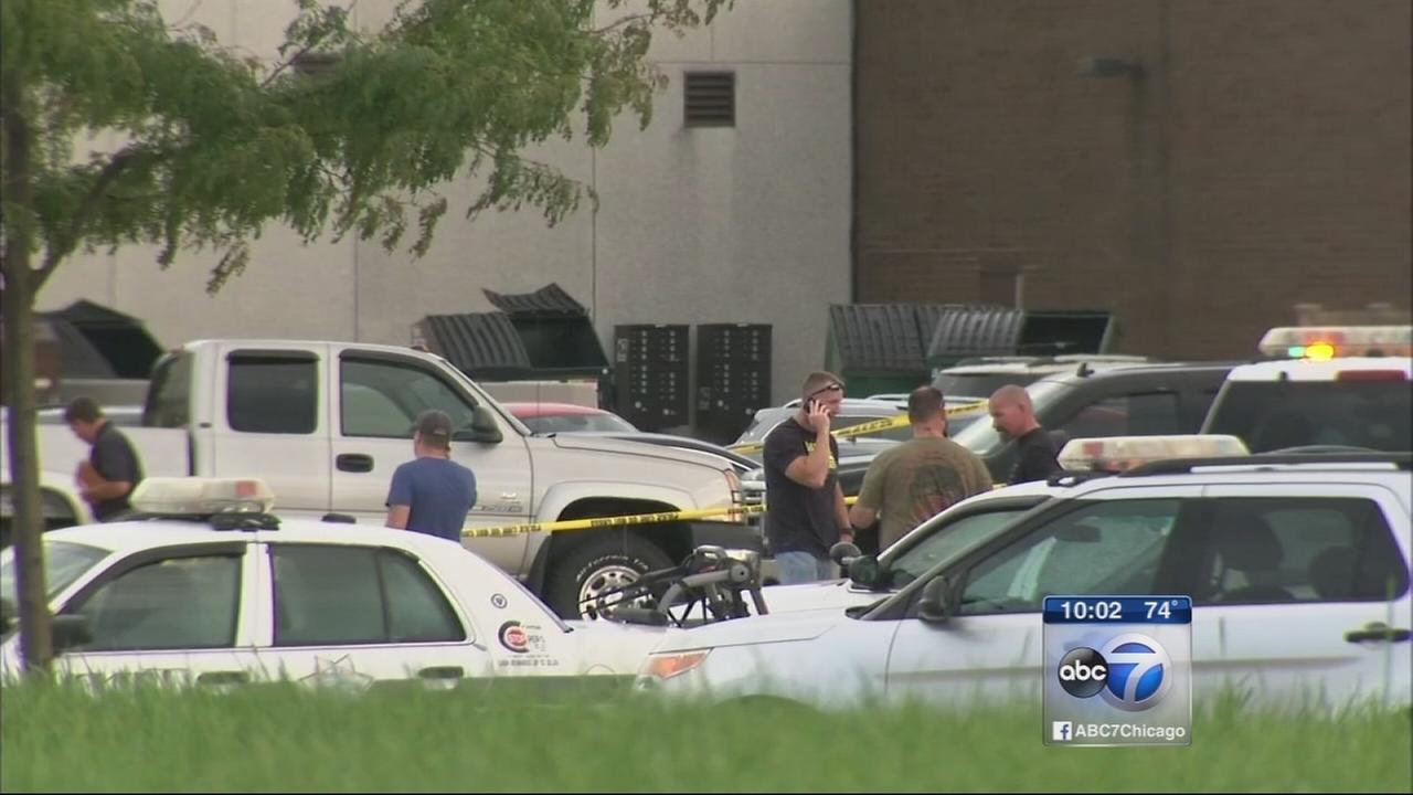 Suspect shot during drug bust in Joliet mall parking lot