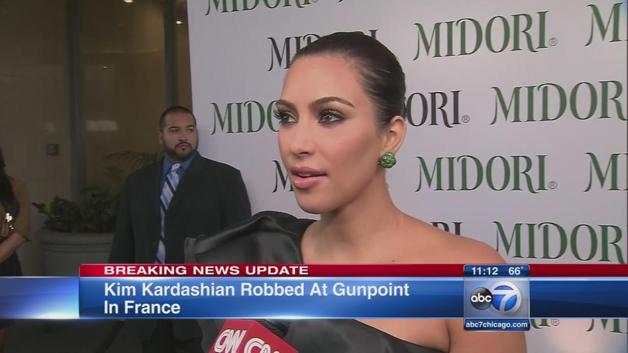 Kim Kardashian held at gunpoint in Paris