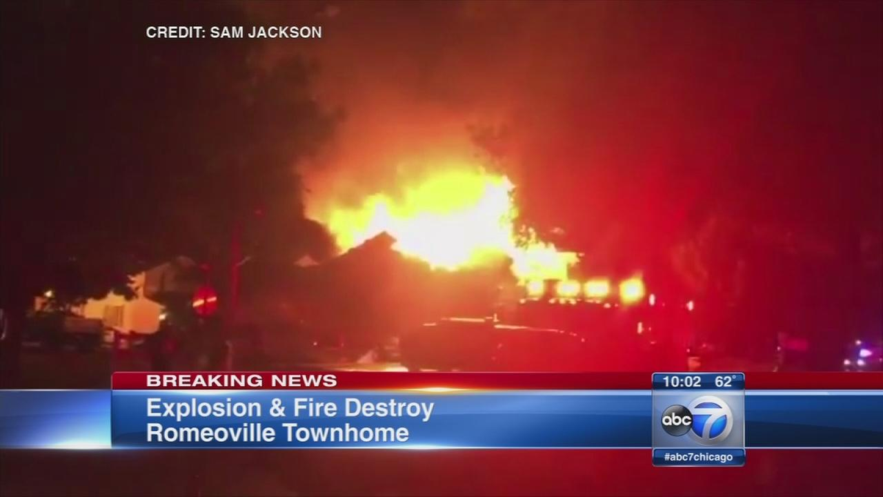 Fire destroys home complex in Romeoville