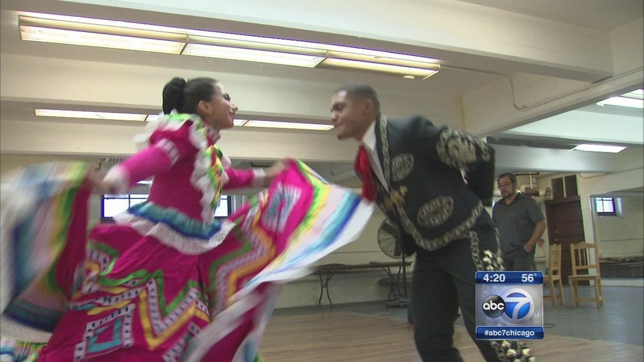 Mexican Folkloric Dance Company lights up stage at South Suburban College