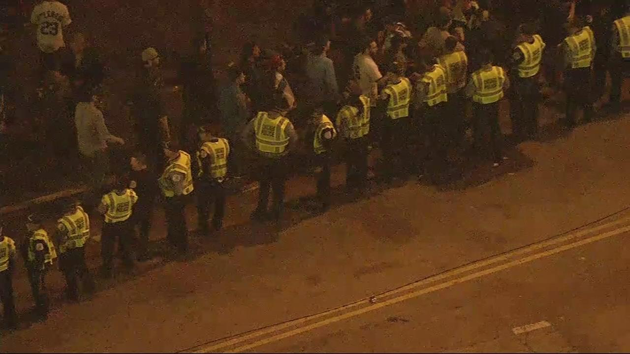 Cubs fans give Wrigleyville cops high-fives