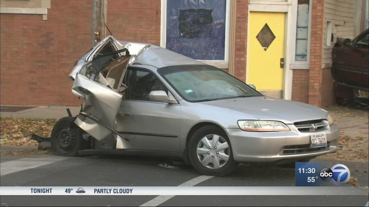 2 hurt in Brighton Park crash