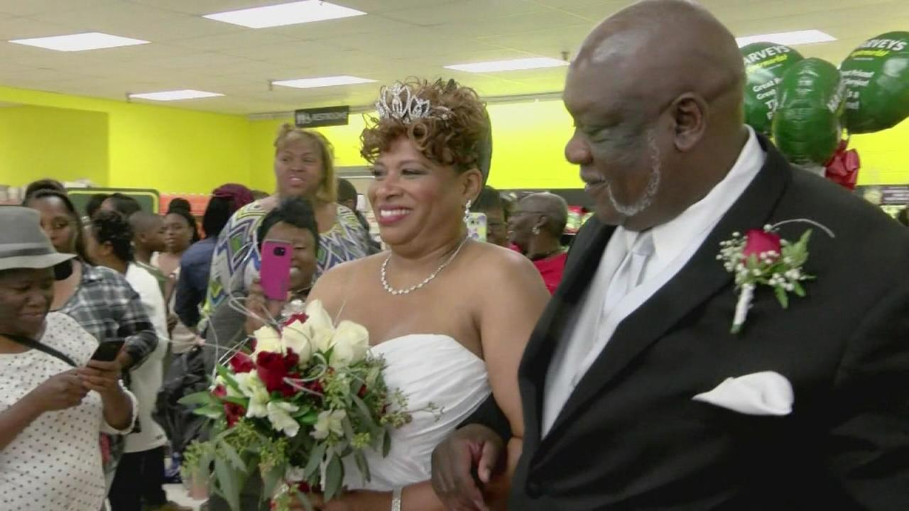 Ga. couple celebrates wedding inside grocery store