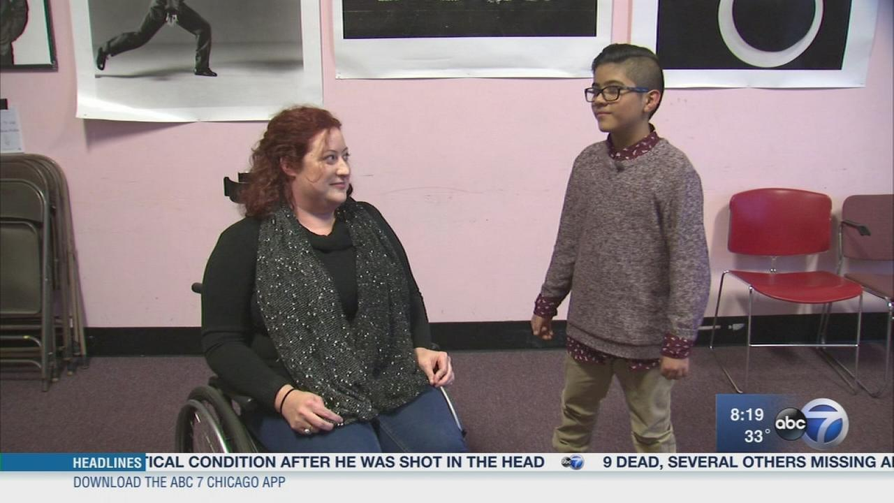 Improv actress doesnt let wheelchair get in way of stage dreams
