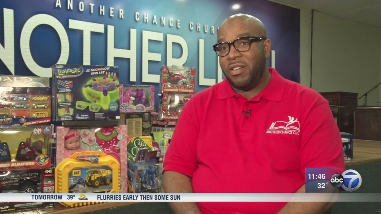Chicago pastor on a mission to give Christmas toys to kids in need