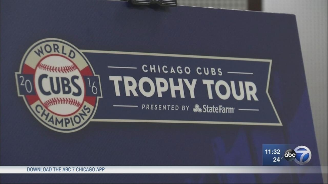 Cubs fans line up for trophy tour