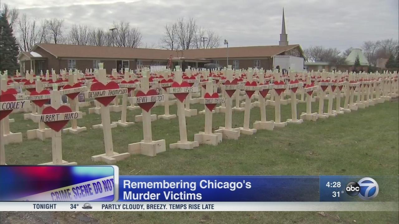 Peace march to include over 700 crosses to mark Chicago 2016 homicides