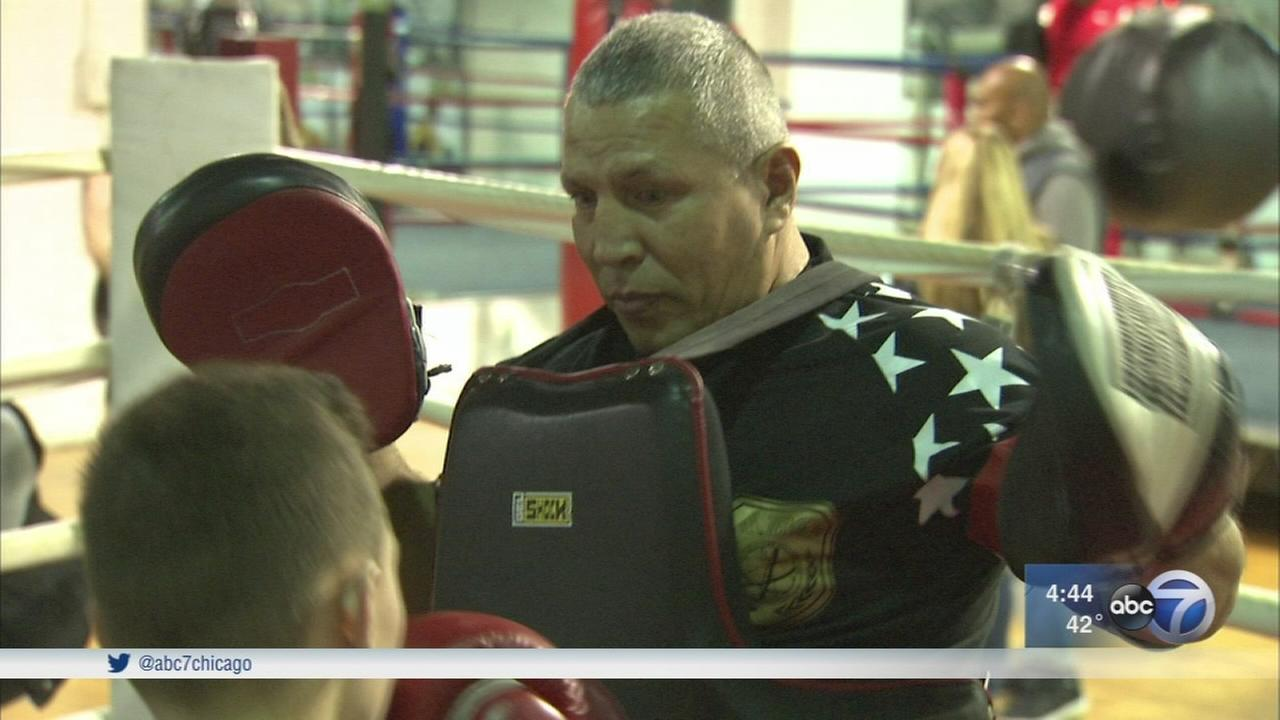 Boxing champ helps keep kids off Chicago streets