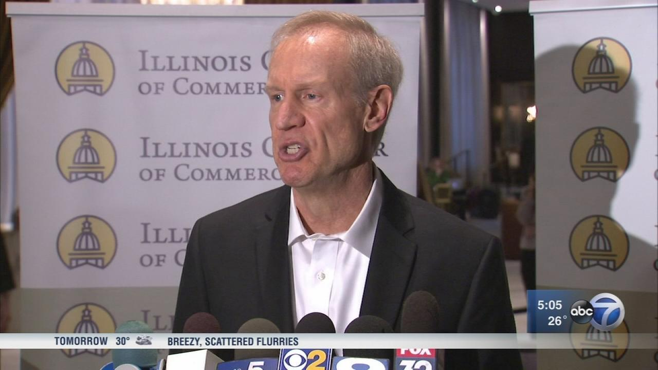 Rauner criticizes motion to stop state workers paychecks