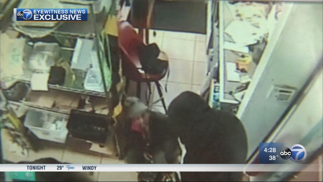 Armed robbery at restaurant caught on video